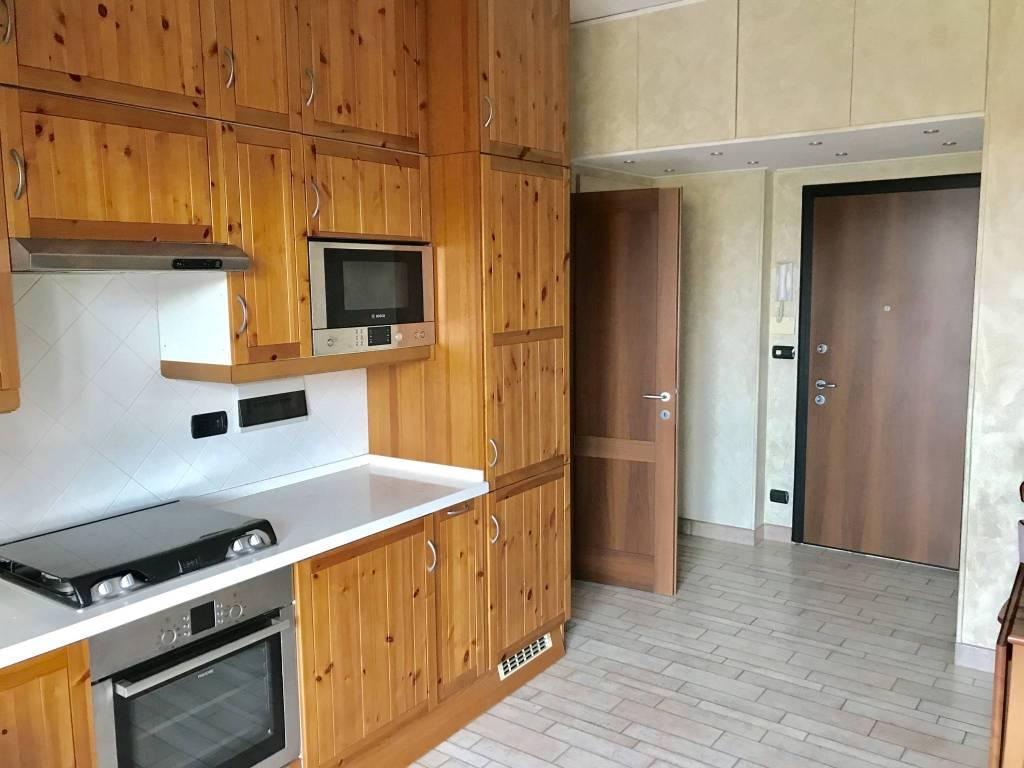 Appartamento in ottime condizioni arredato in affitto Rif. 7911408