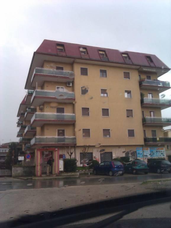 Appartamento in buone condizioni in affitto Rif. 7991113