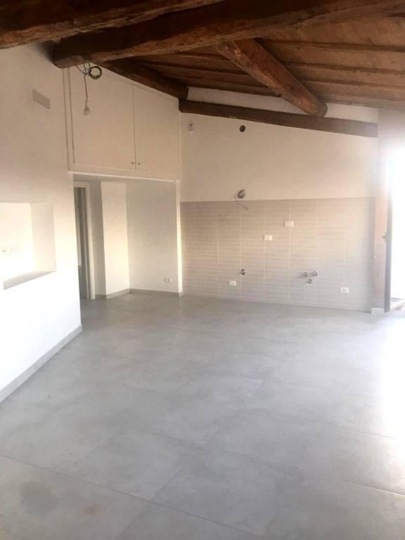 Appartamento in ottime condizioni in affitto Rif. 7944144