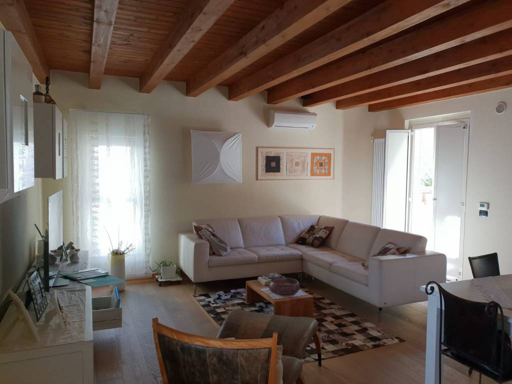 Appartamento in ottime condizioni parzialmente arredato in vendita Rif. 7927825