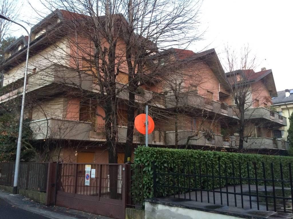 Appartamento in buone condizioni in vendita Rif. 7965164