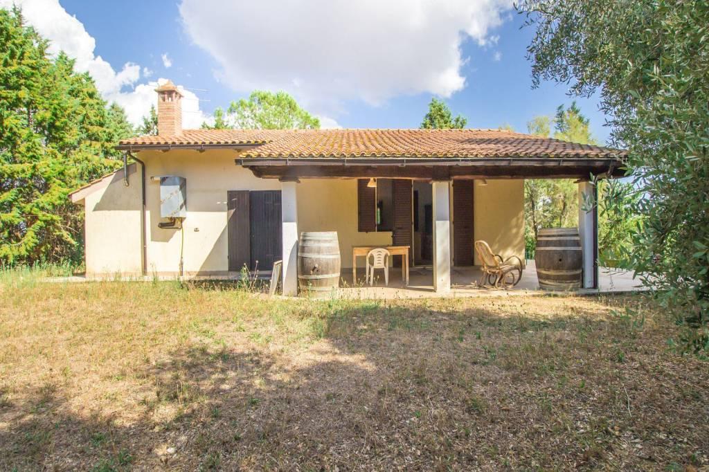 Villa in buone condizioni parzialmente arredato in vendita Rif. 7930502