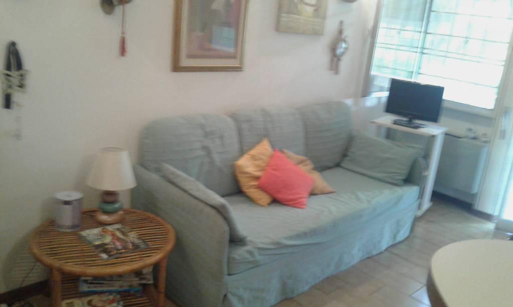 Appartamento in buone condizioni arredato in affitto Rif. 7926645