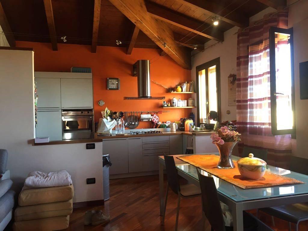 Appartamento in ottime condizioni arredato in vendita Rif. 7925511