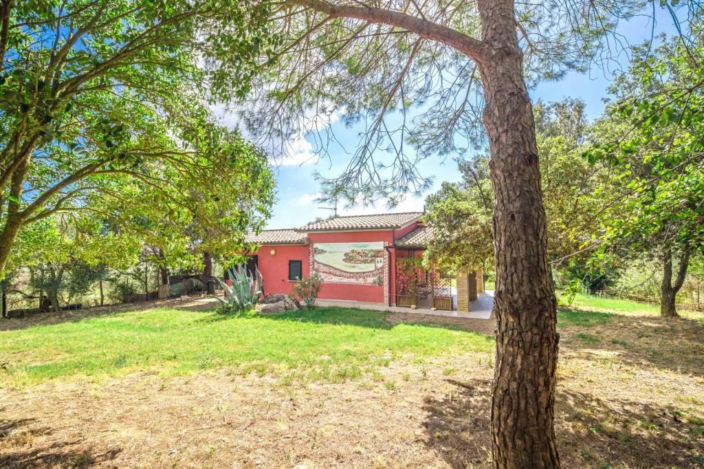 Villa in buone condizioni parzialmente arredato in vendita Rif. 7930503