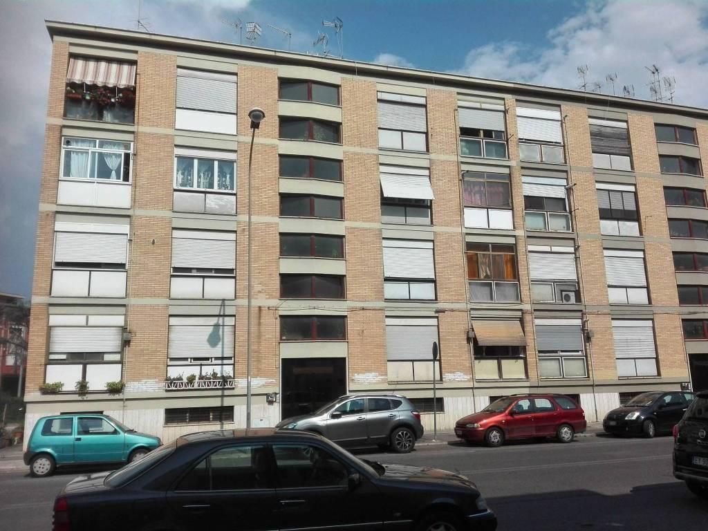Appartamento in buone condizioni in vendita Rif. 7929465