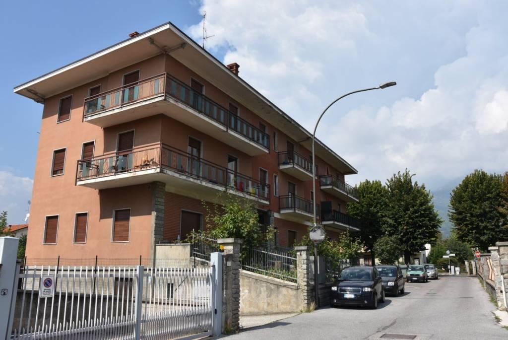 Appartamento in buone condizioni in vendita Rif. 8776618