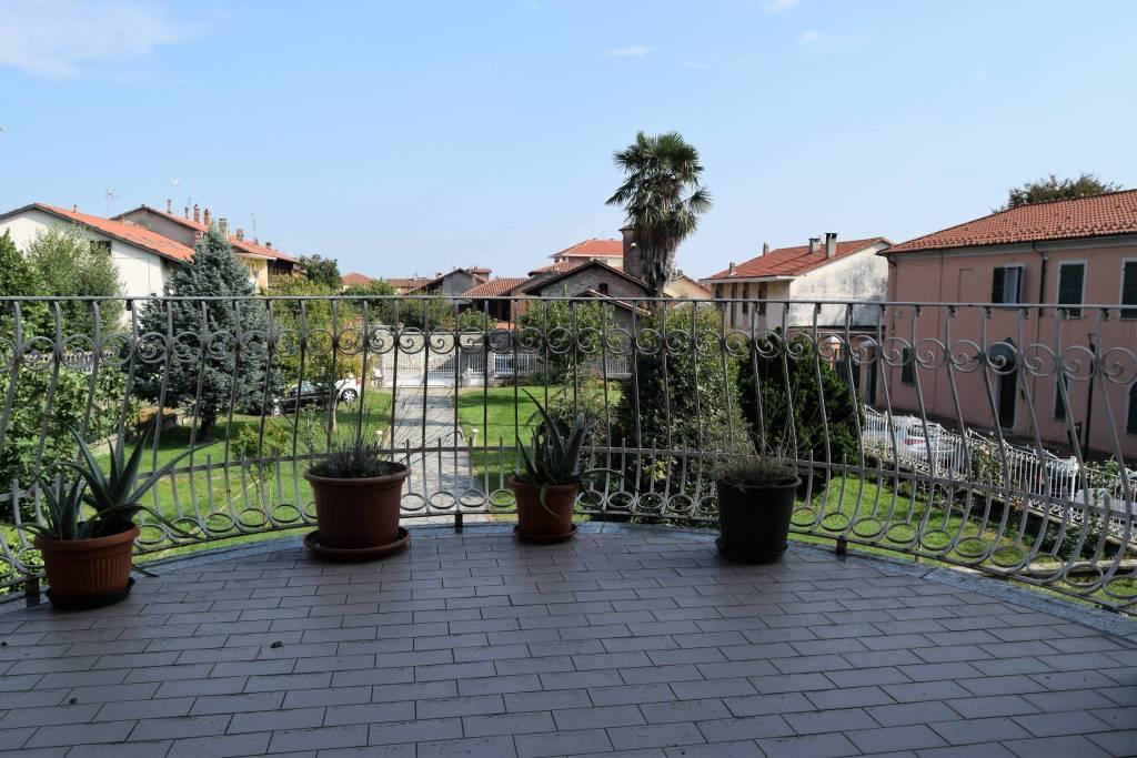 Appartamento in buone condizioni in vendita Rif. 9198783