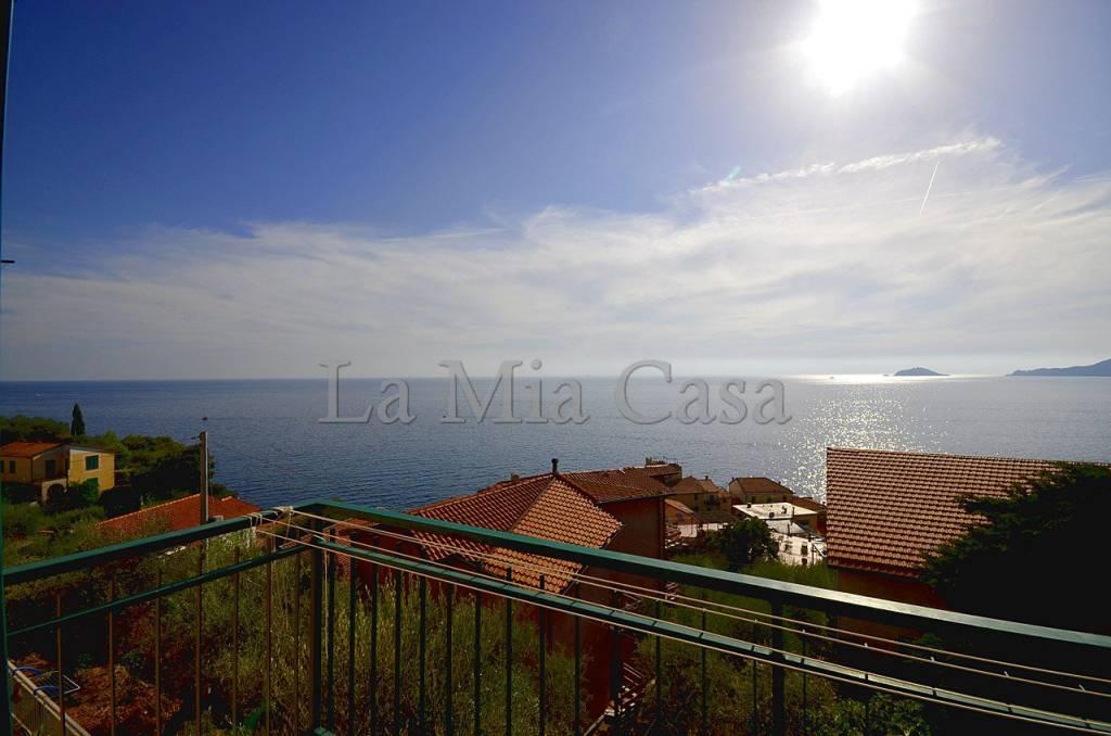 Appartamento trilocale in vendita a Lerici (SP)