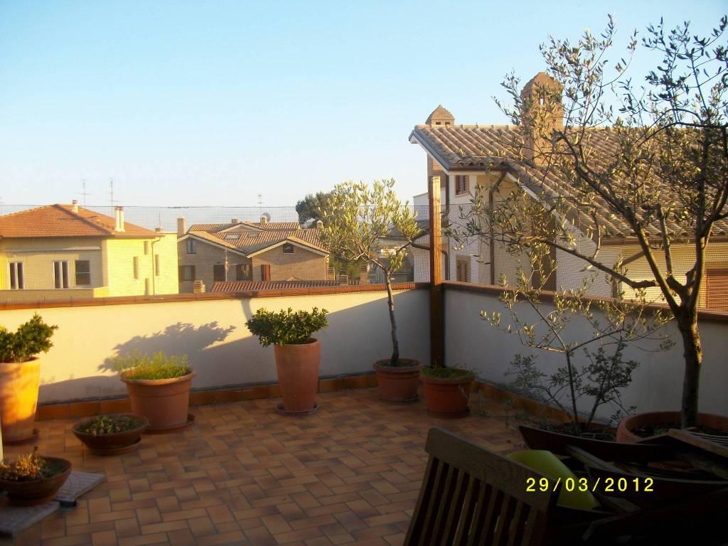 Appartamento in ottime condizioni arredato in affitto Rif. 8997773