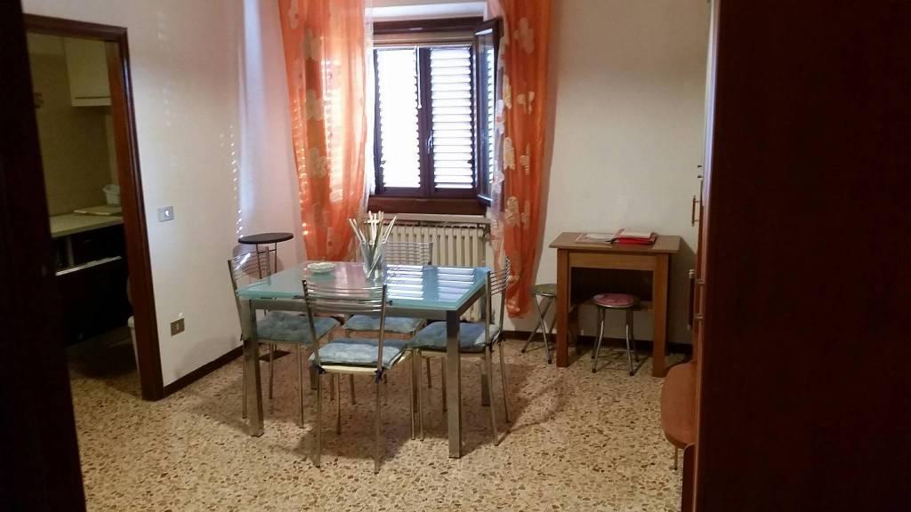 Appartamento in buone condizioni parzialmente arredato in affitto Rif. 7930426