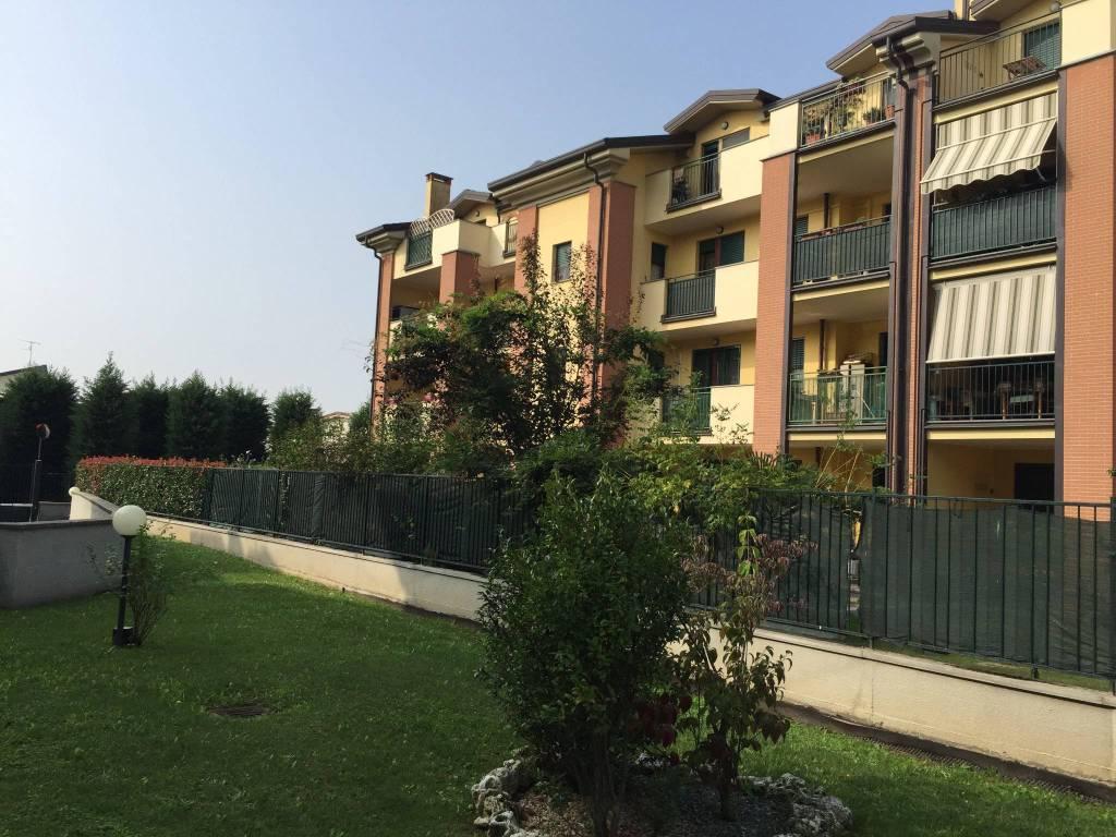 Appartamento in ottime condizioni parzialmente arredato in vendita Rif. 8466790