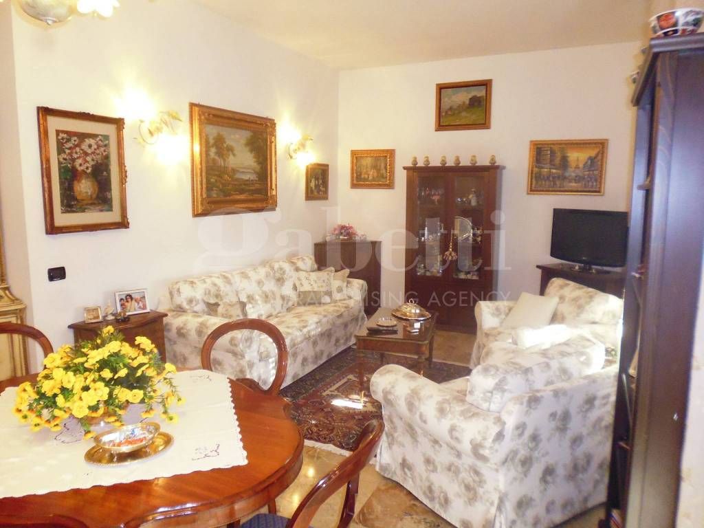Appartamento in buone condizioni in vendita Rif. 7927609