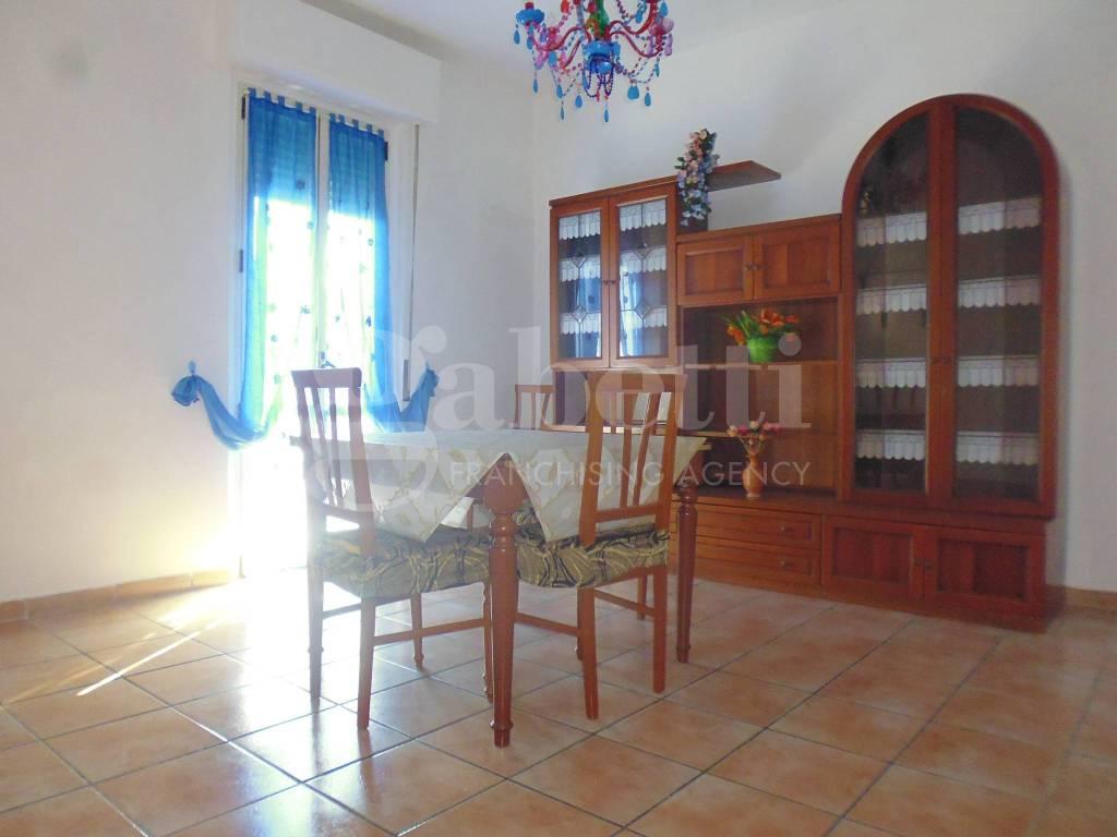 Appartamento da ristrutturare parzialmente arredato in vendita Rif. 7927607