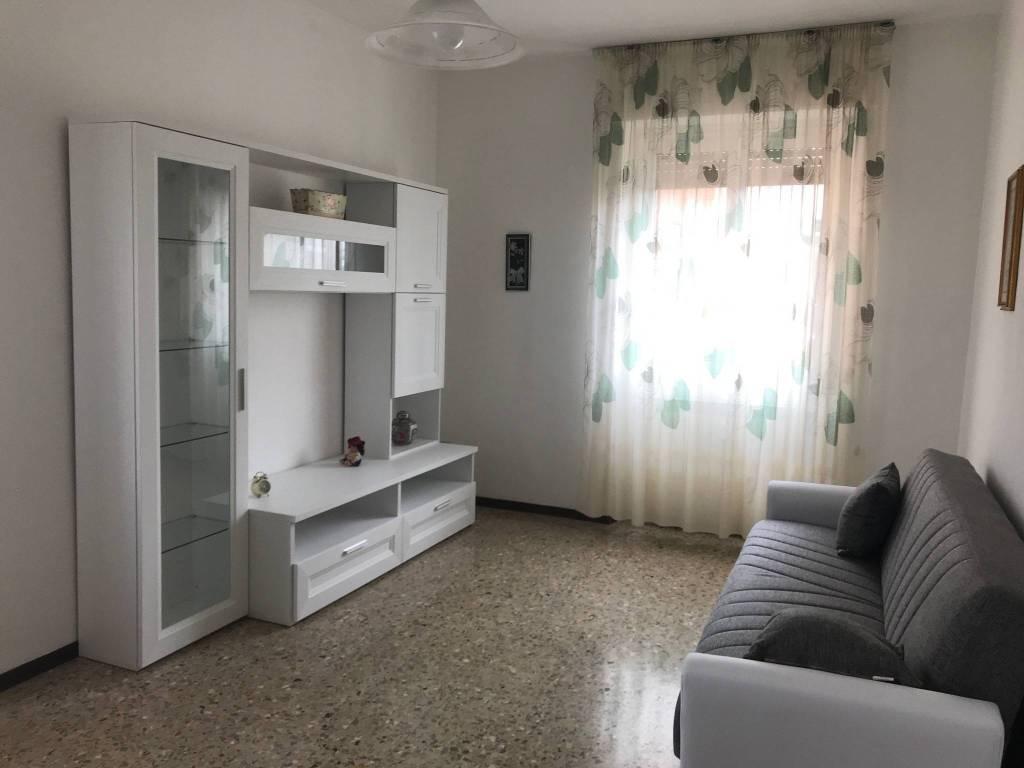 Appartamento in buone condizioni arredato in affitto Rif. 7928196