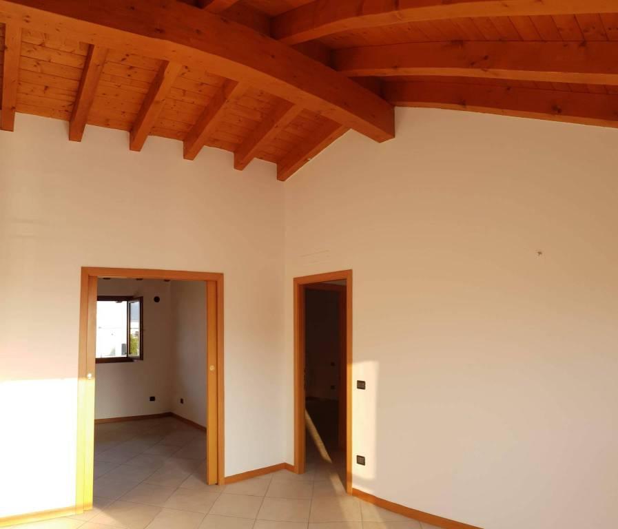 Appartamento in ottime condizioni in affitto Rif. 7929810