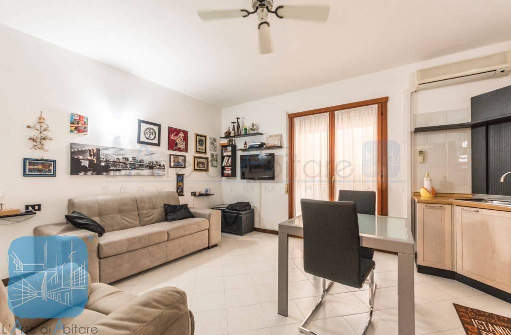 Appartamento in buone condizioni arredato in vendita Rif. 7946494