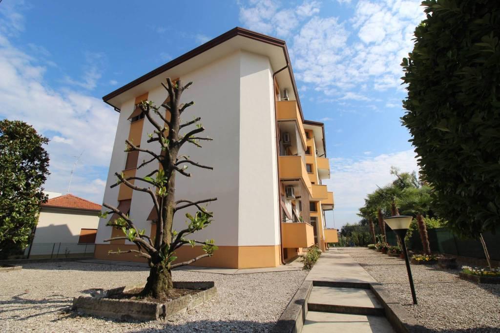Appartamento in buone condizioni in vendita Rif. 8720862