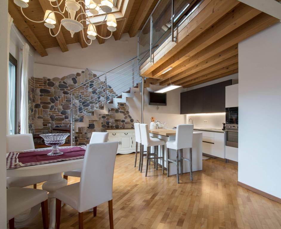 Appartamento in ottime condizioni parzialmente arredato in vendita Rif. 7948924