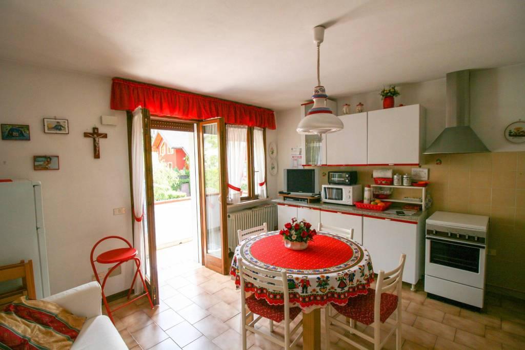 Appartamento in buone condizioni arredato in vendita Rif. 7946035