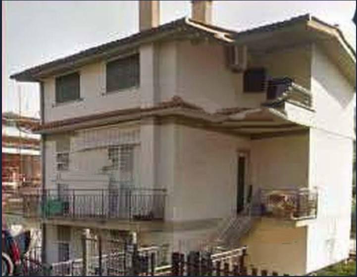 Appartamento in buone condizioni in vendita Rif. 7948865