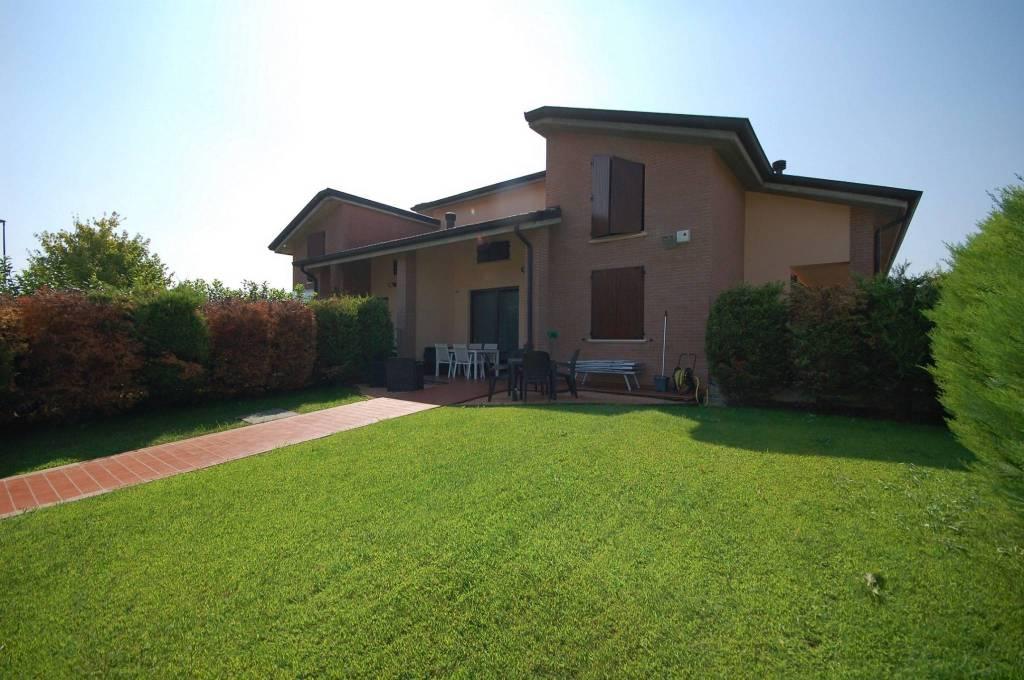Villa singola a Montechiarugolo