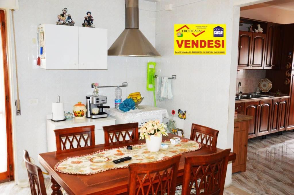 Appartamento in buone condizioni in vendita Rif. 7944510