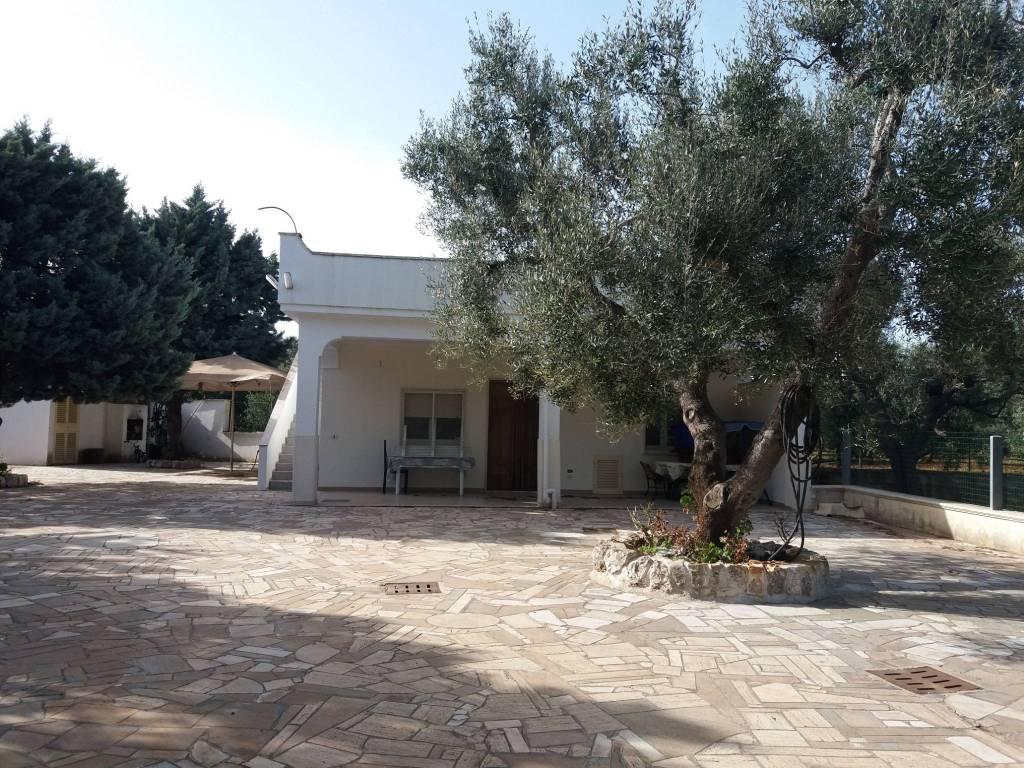 Villa in buone condizioni parzialmente arredato in vendita Rif. 7943878