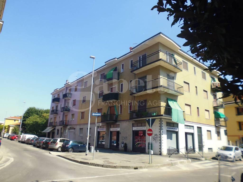 Appartamento in buone condizioni parzialmente arredato in vendita Rif. 7945219
