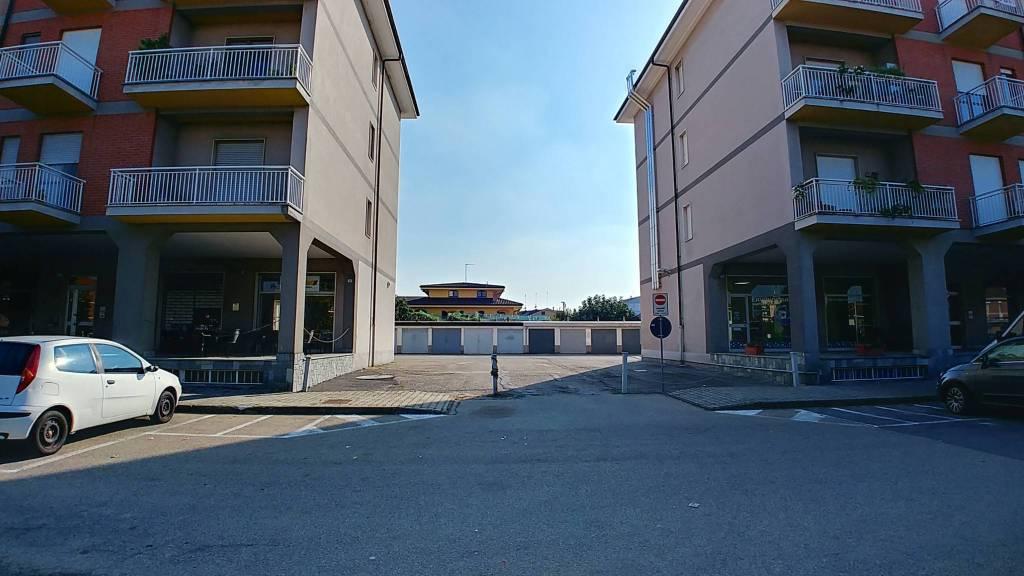 Vendesi n.5 box auto in zona Piazza 4 Novembre a San Damiano