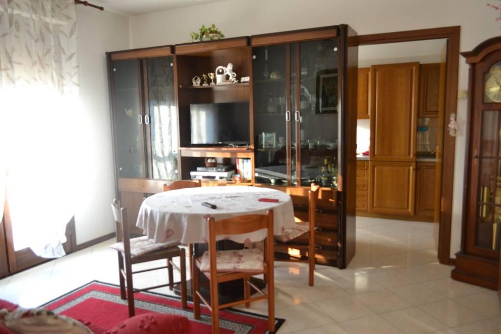 Appartamento in buone condizioni parzialmente arredato in vendita Rif. 7945455