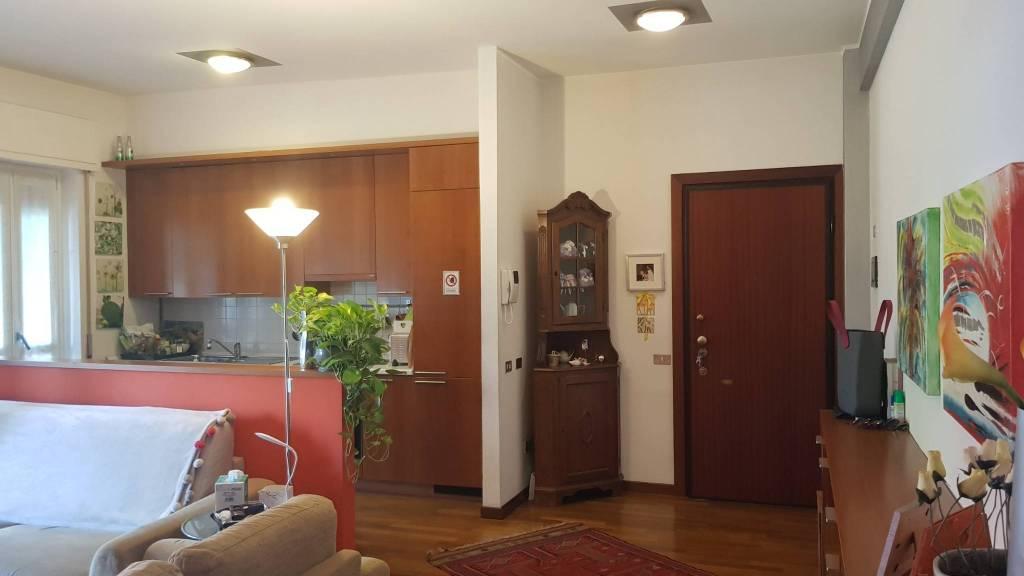 Appartamento in buone condizioni in vendita Rif. 7947463