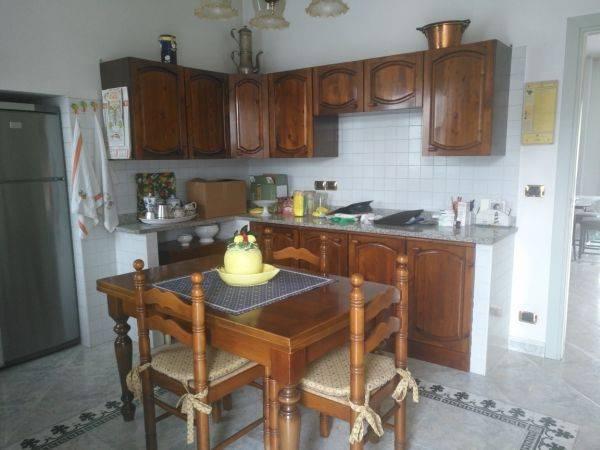 Appartamento in buone condizioni arredato in affitto Rif. 7945866