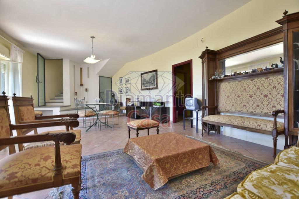 Villa in Vendita a Giarre Centro: 5 locali, 250 mq
