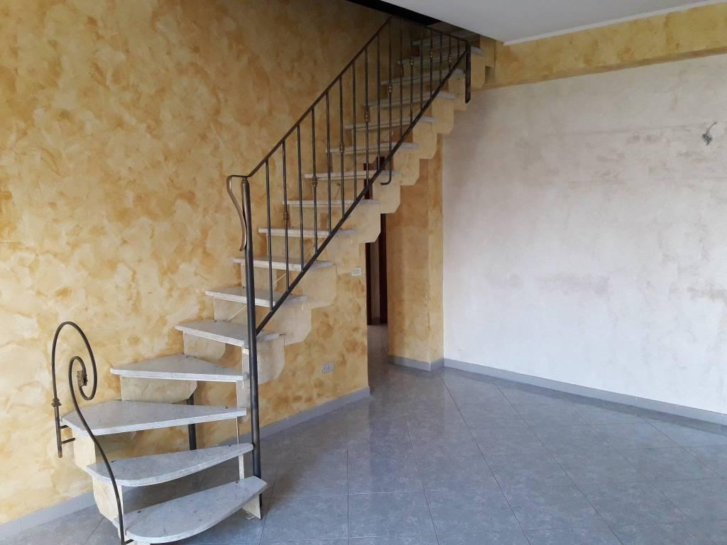 Appartamento in buone condizioni in affitto Rif. 7947663