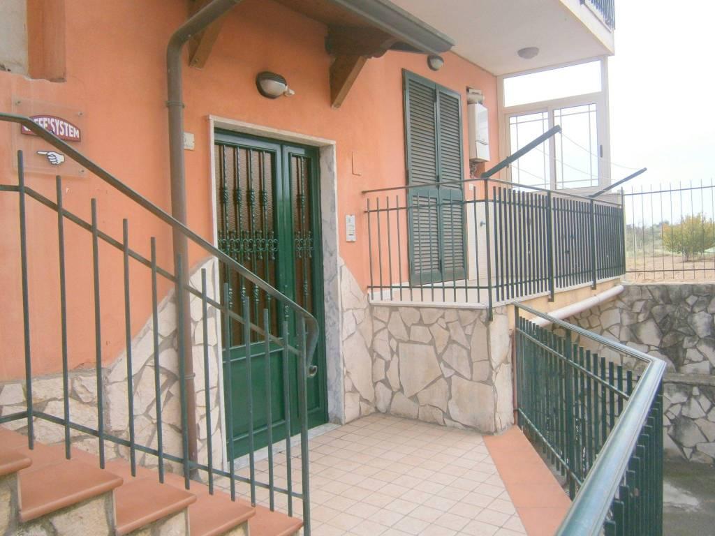 Appartamento in ottime condizioni in affitto Rif. 8549740