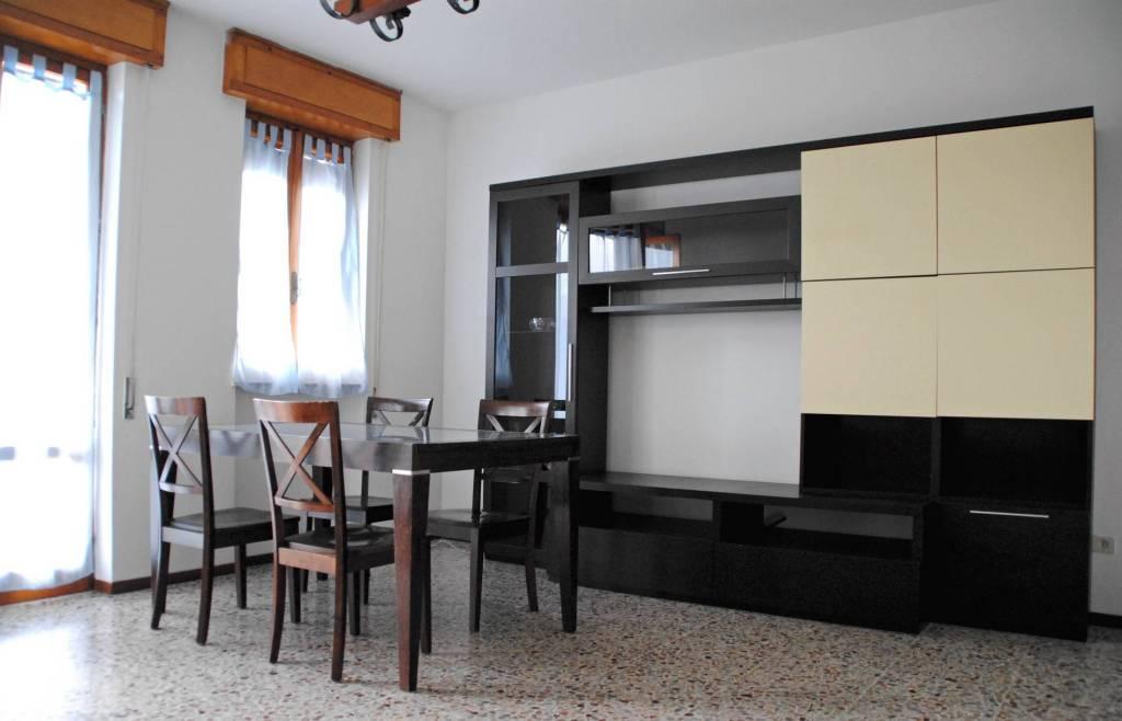 Appartamento in buone condizioni arredato in affitto Rif. 7948198