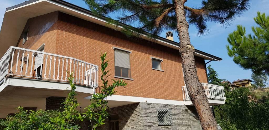 Villa in vendita a Castellinaldo, 6 locali, prezzo € 240.000 | CambioCasa.it