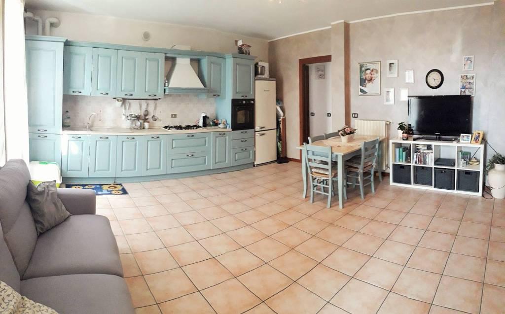 Appartamento in buone condizioni parzialmente arredato in vendita Rif. 7945192