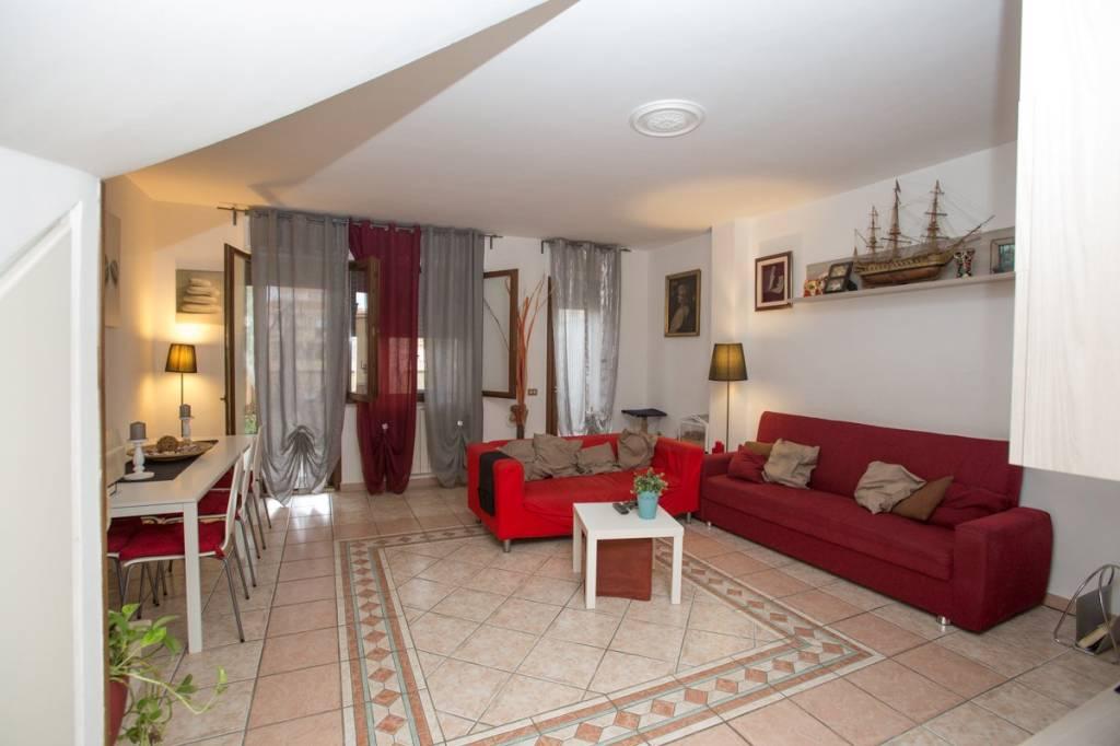 Appartamento in vendita a Bracciano, 5 locali, prezzo € 185.000 | PortaleAgenzieImmobiliari.it