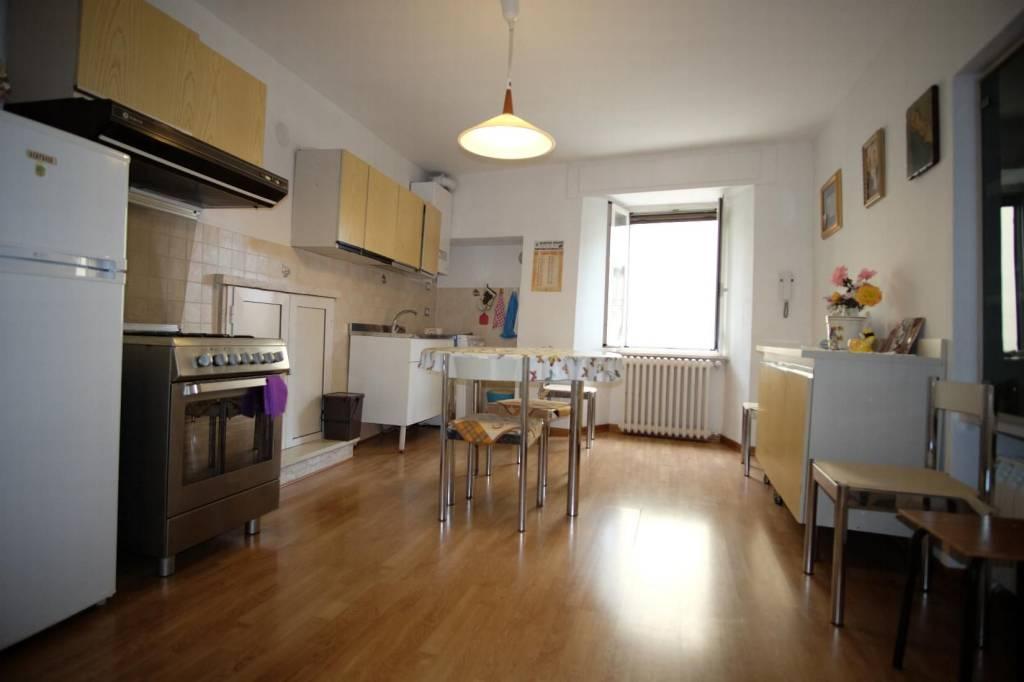 Appartamento in buone condizioni parzialmente arredato in vendita Rif. 7943975
