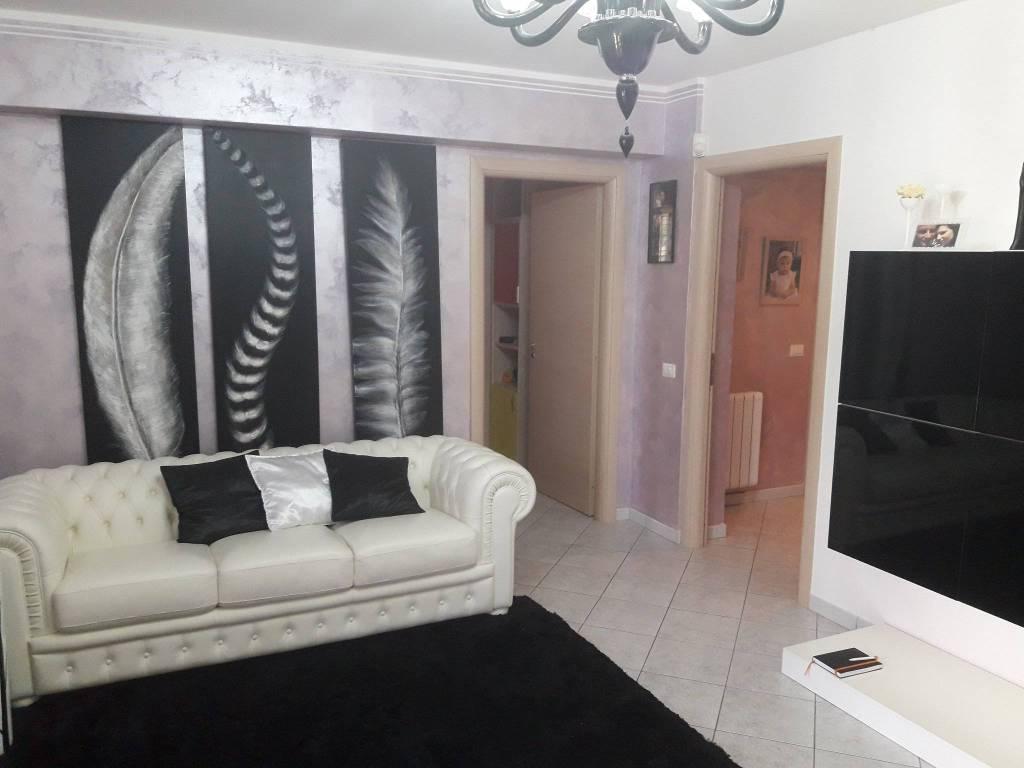 Appartamento in buone condizioni in vendita Rif. 8577164
