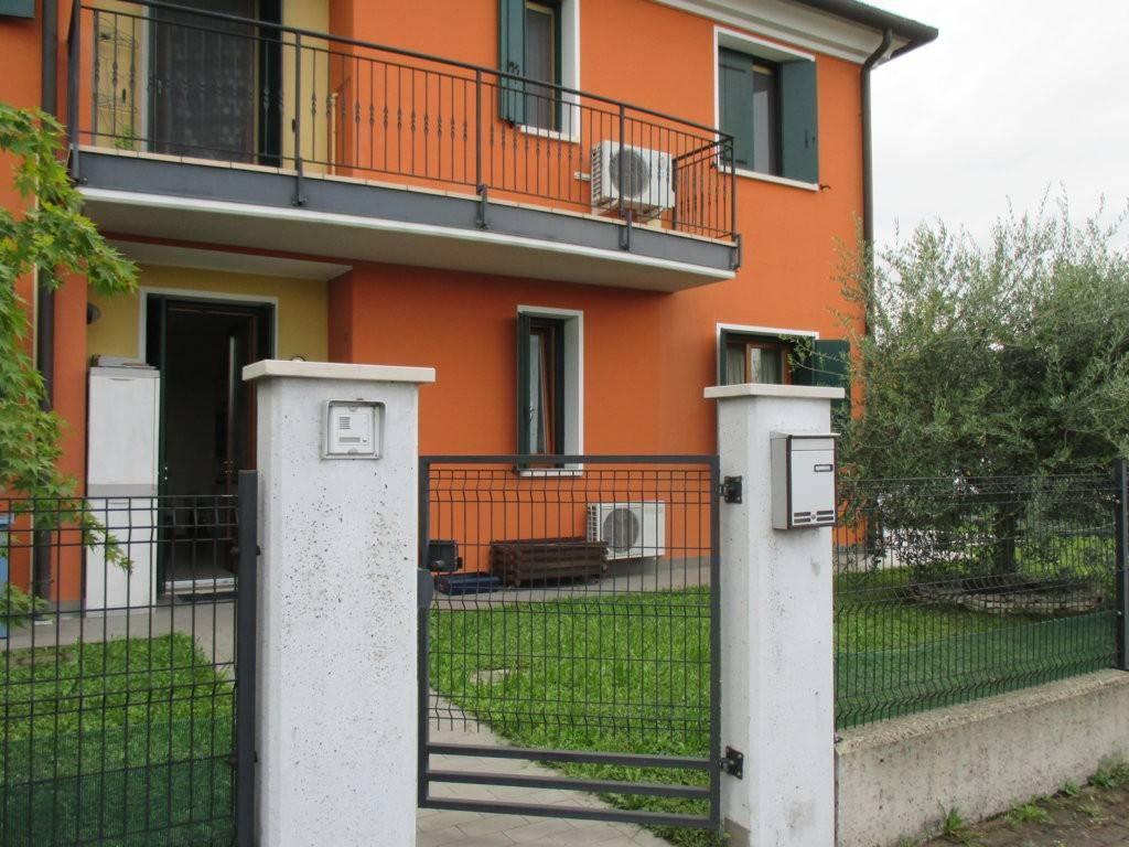 Appartamento in ottime condizioni in vendita Rif. 7759479