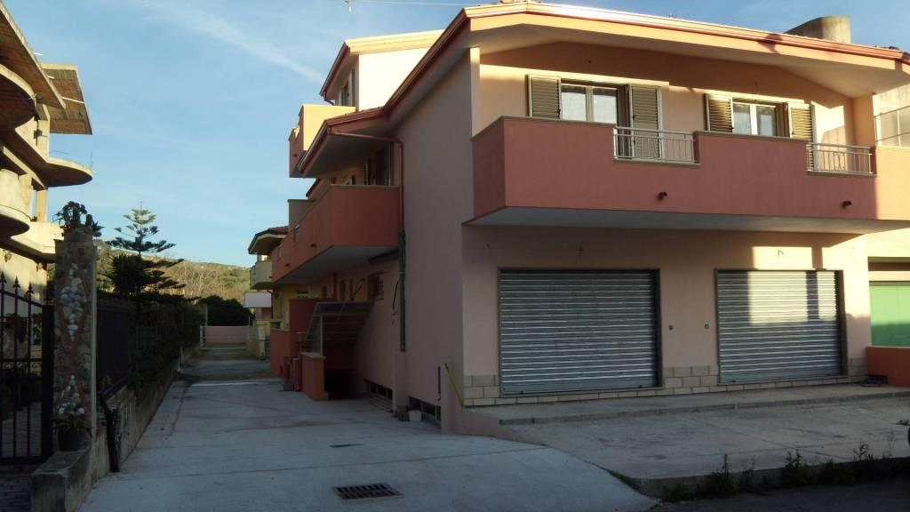 Magazzino in vendita a Gioiosa Ionica, 2 locali, prezzo € 125.000   CambioCasa.it