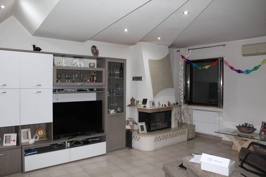 Appartamento in ottime condizioni in vendita Rif. 7967771