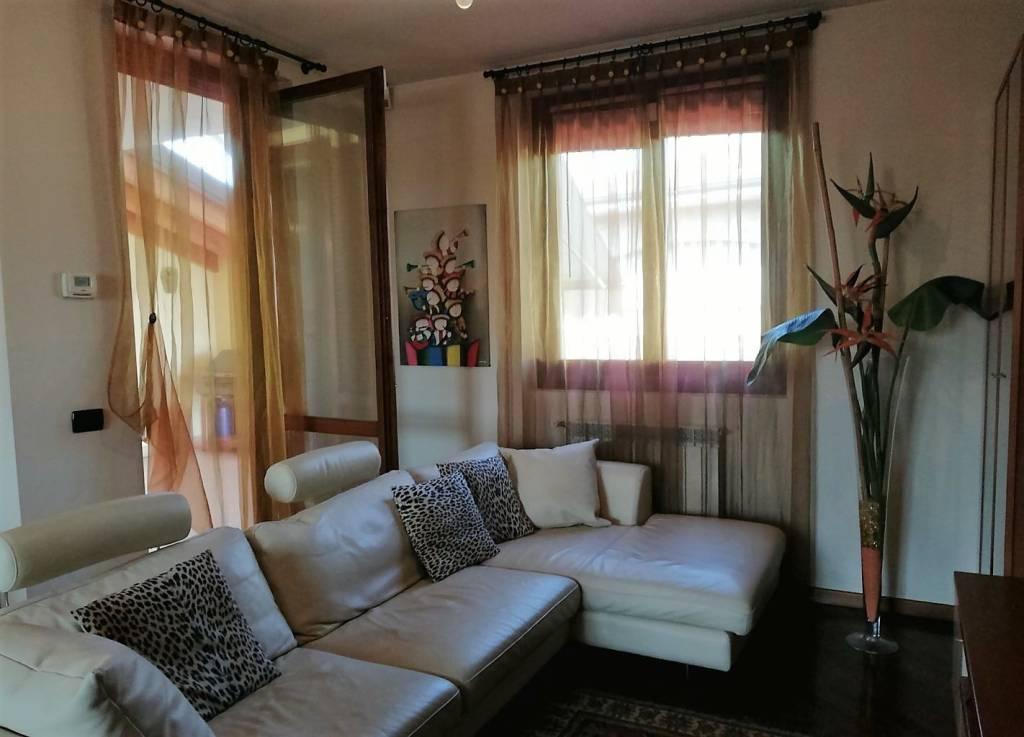 Appartamento in buone condizioni parzialmente arredato in vendita Rif. 7946952