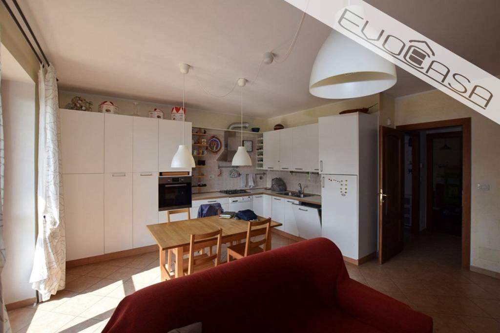 Appartamento in ottime condizioni in vendita Rif. 7946473
