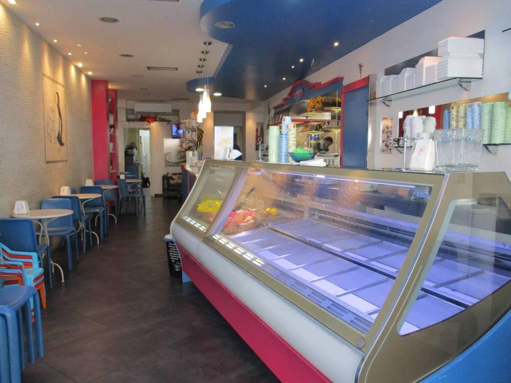 Vendesi licenza di bar-gelateria in pieno centro! Rif. 7949362