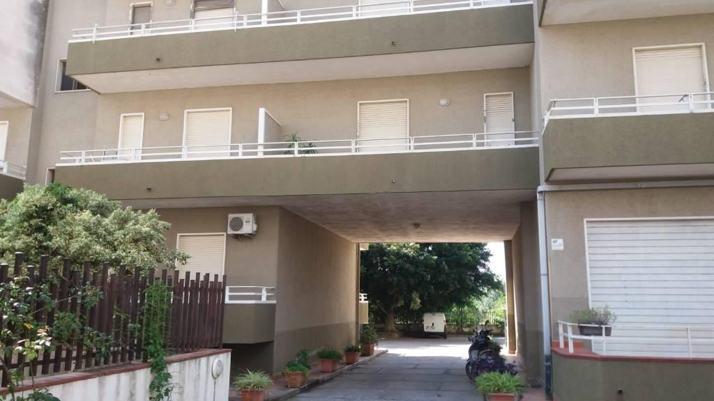 Appartamento in buone condizioni parzialmente arredato in vendita Rif. 7945387