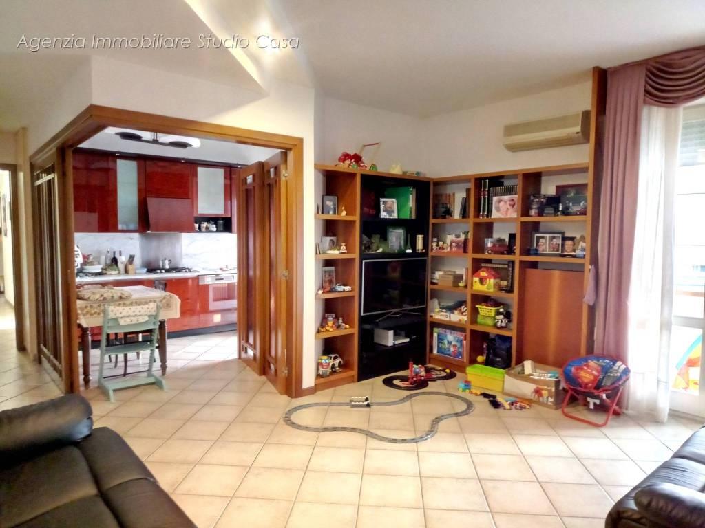 Appartamento in ottime condizioni parzialmente arredato in vendita Rif. 7943583